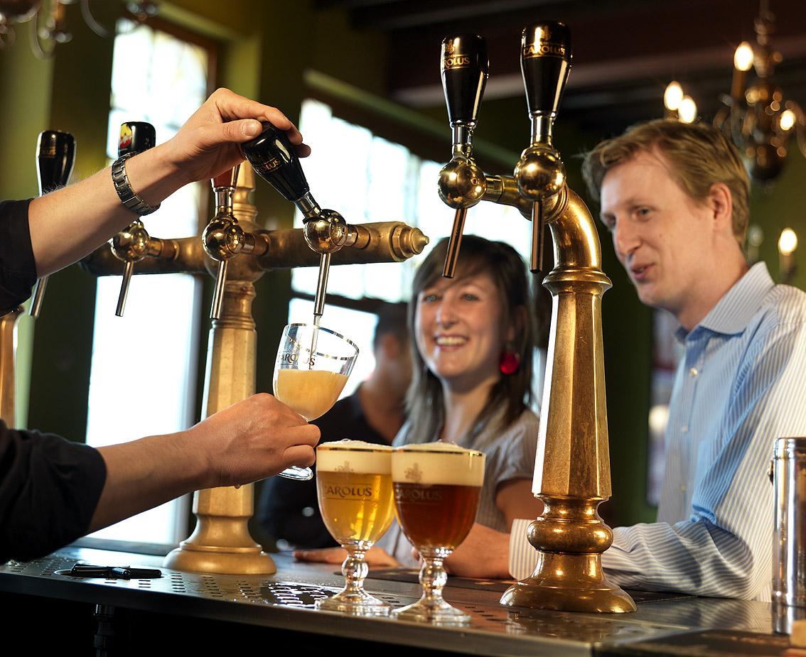 Business-bierdegustatie-2-gezellig-café Beer tasting